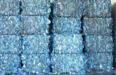 Logran emprendedores utilizar botellas de PET para fabricar papel mineral