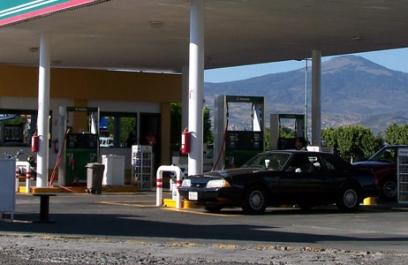 ¿Litros de a litro? Cenam verificará bombas despachadoras de gasolina