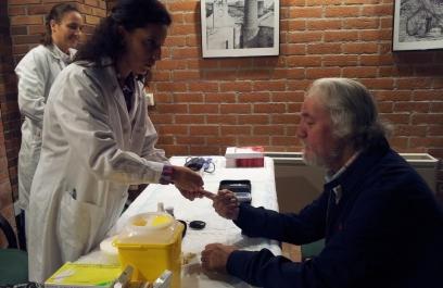 Desarrollan científicos mexicanos implante en piel para medir glucosa en sangre y presión arterial en tiempo real
